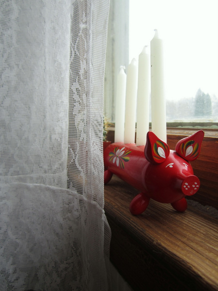 Little pig candle holder
